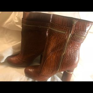 BCBGirls booties Pine Cone Rich Croco!
